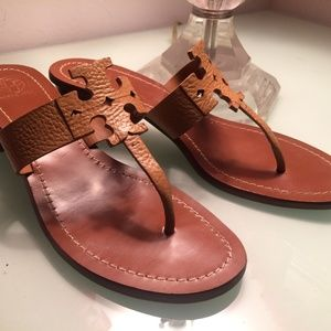 TORY BURCH 'MOORE' LEATHER SANDALS-TAN-US 9 1/2M
